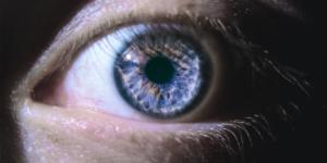Cirurgia combinada para tratar doença do buraco macular e catarata recebe aprovação científica
